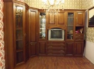 Классика для гостиной с угловым шкафом